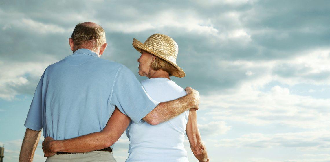 Cuidar do familiar em casa ou buscar um serviço especializado?