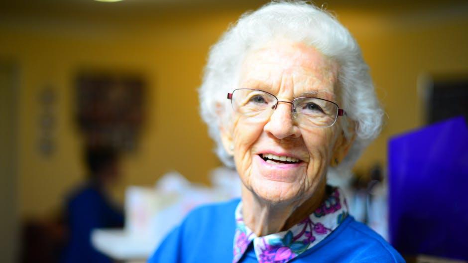 5 dicas para cuidar da saúde bucal de idosos